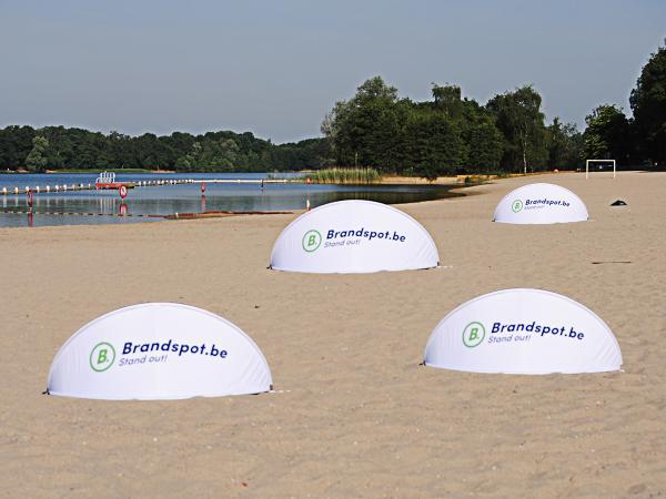 Brandspot Brandscreen, pare-vent imprimé, une visitilité absolue sur événements publics.