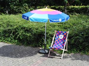 promo parasol rond brandspot. Black Bedroom Furniture Sets. Home Design Ideas