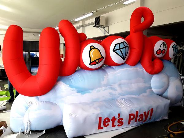 Inflatable, opblaasbare vorm op maat voor Nationale Loterij met logo Woohoo